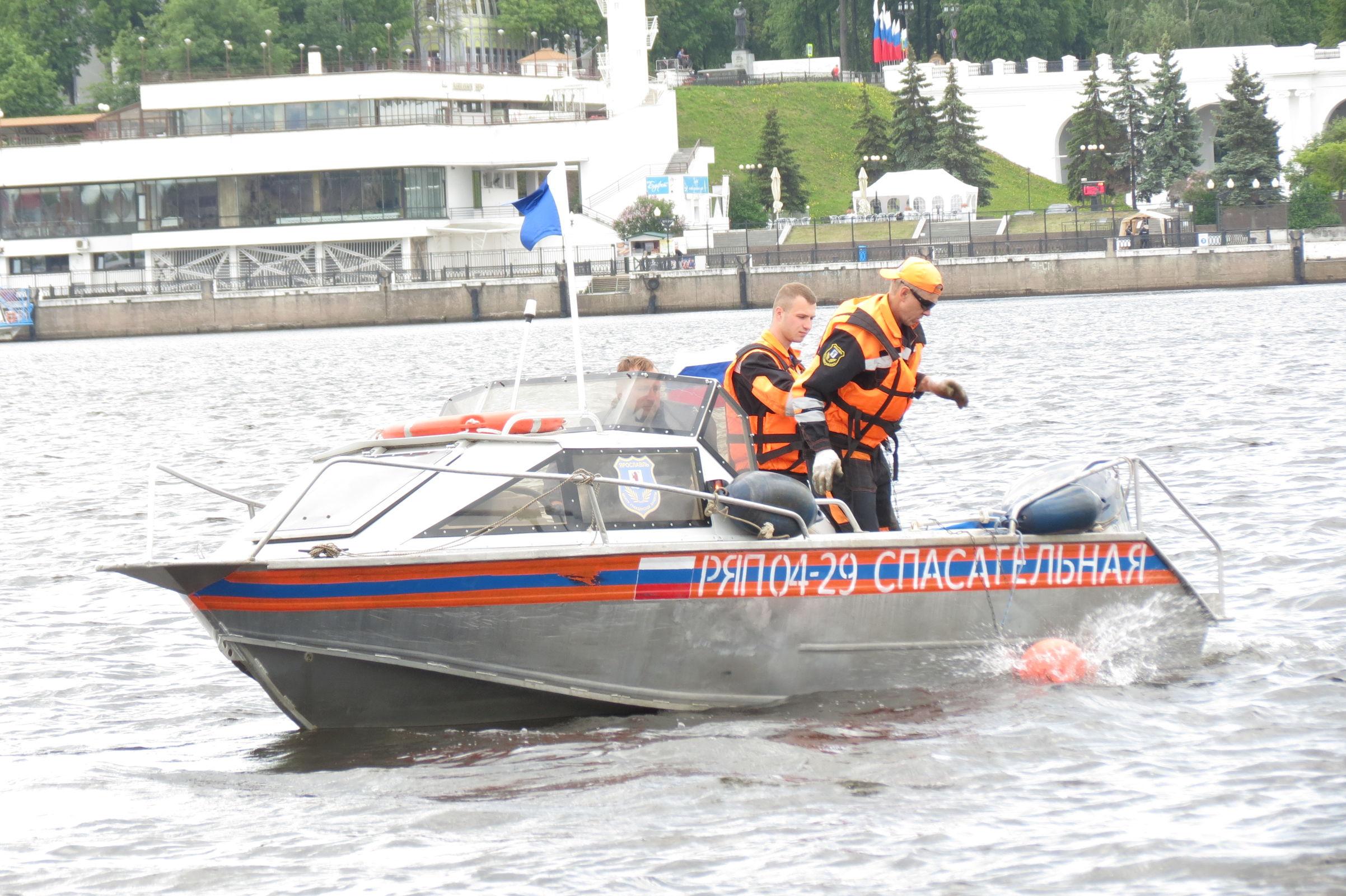 Горшки, автомобильные сиденья и гора мусора: что нашли водолазы в реках Ярославля