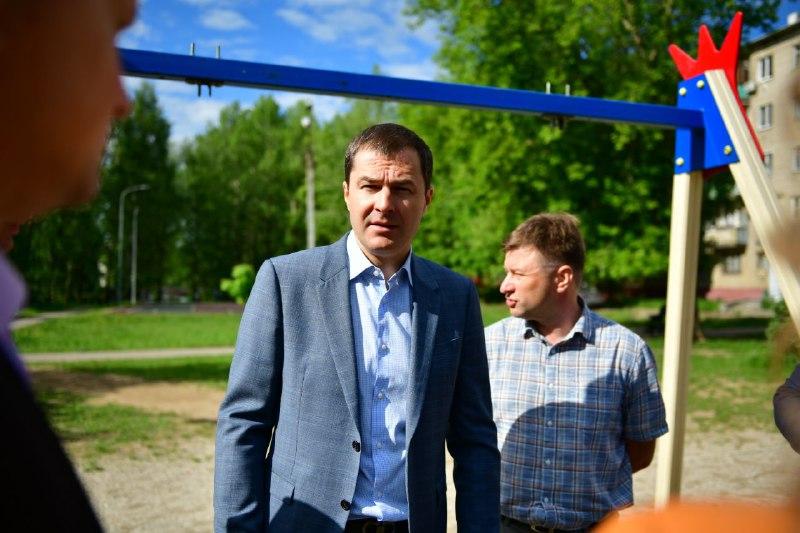 Мэр Ярославля поручил оказать помощь семье девочки, упавшей с качели