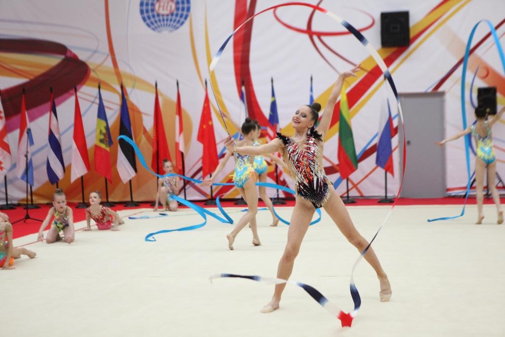 В турнире по художественной гимнастике в Ярославле принимают участие спортсменки из 15 стран