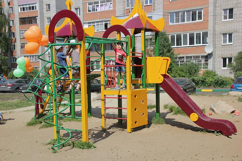 Ярославский район направит средства губернаторского гранта на создание инфраструктуры для детей и устройство уличного освещения