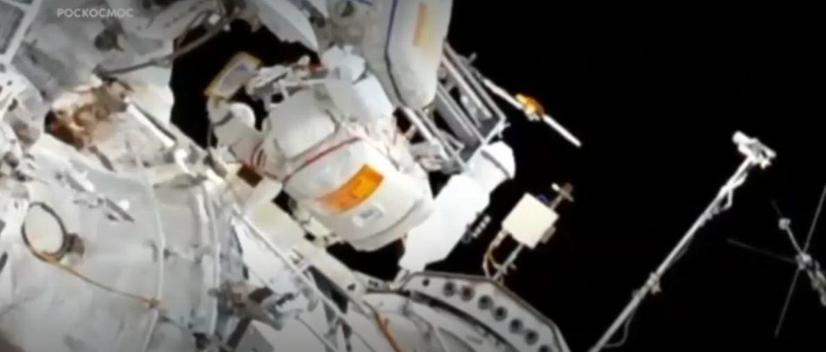 Рыбинец Алексей Овчинин вышел в открытый космос: видео