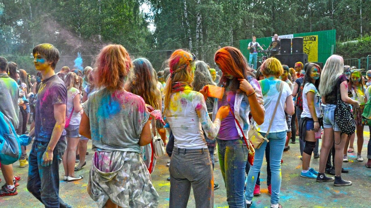 Ярославский священник просит мэра отменить праздник красок «Холи»