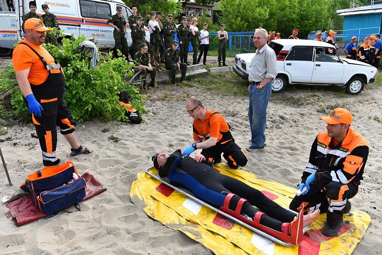 Утонувшая машина и пожар на корабле: спасатели на Волге провели масштабные учения
