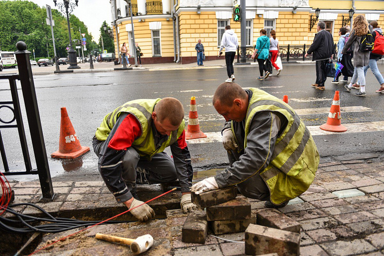Власти Ярославля позаботились об уткнувшихся в смартфоны пешеходах