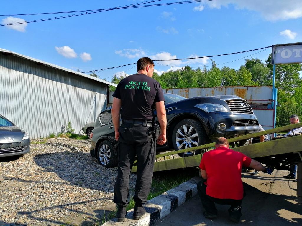 В Ярославле у отца шестерых детей арестовали Infinity за долги по алиментам