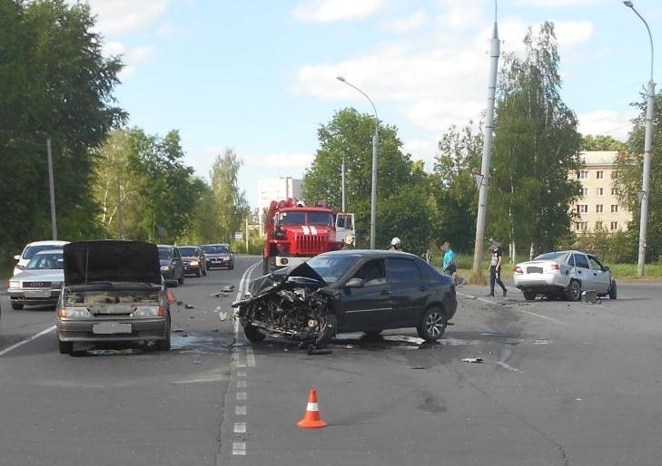 В ДТП с участием четырех машин в Рыбинске пострадали два человека
