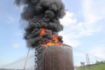 Более полусотни человек тушили возгорание на НПЗ: что произошло