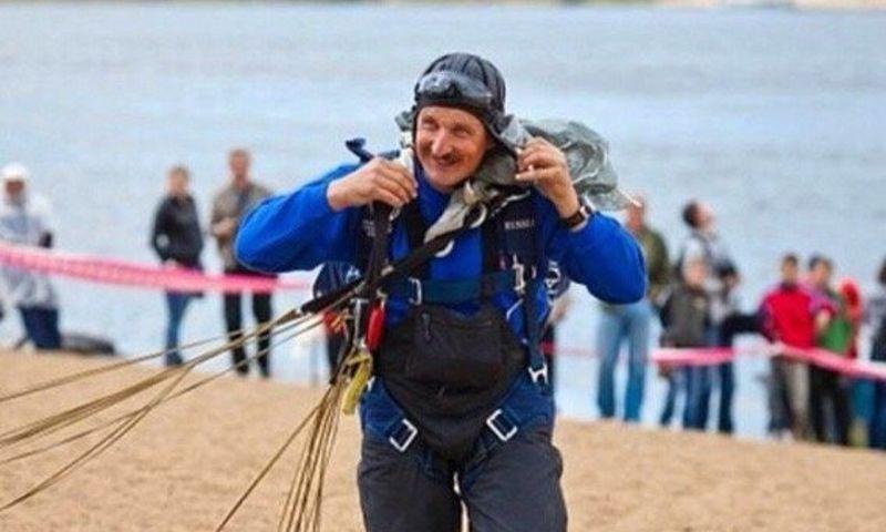 Мэр Рыбинска опубликовал видео рекордного прыжка с парашютом с высоты 9 тысяч метров