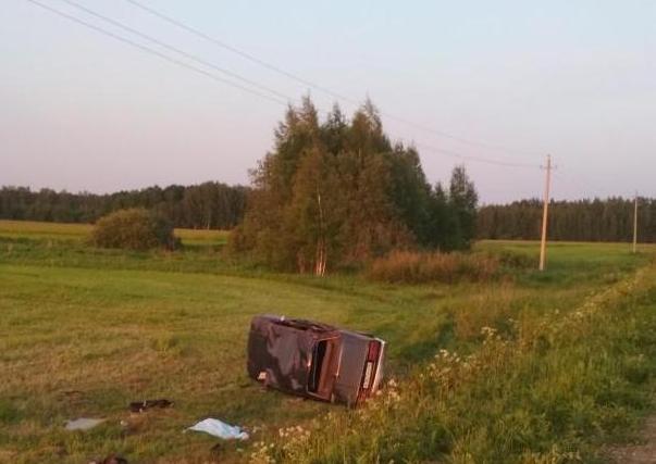 Под Ярославлем ВАЗ перевернулся в кювет: погибла женщина