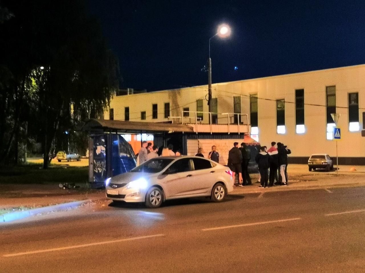 В Ярославле пьяная женщина сломала остановку