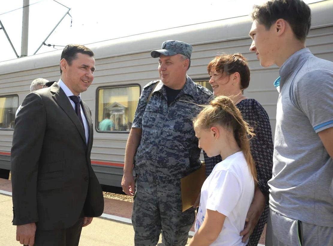 Дмитрий Миронов встретил ярославских полицейских из служебной командировки
