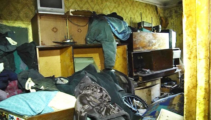 Устроивший свалку мусора в коммуналке пенсионер может лишиться жилья