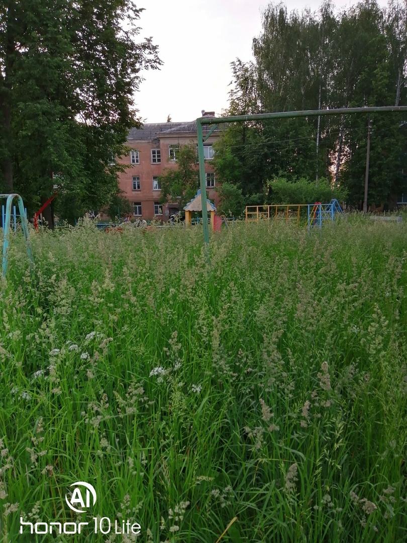В Угличе детскую площадку привели в порядок после сообщений в соцсетях