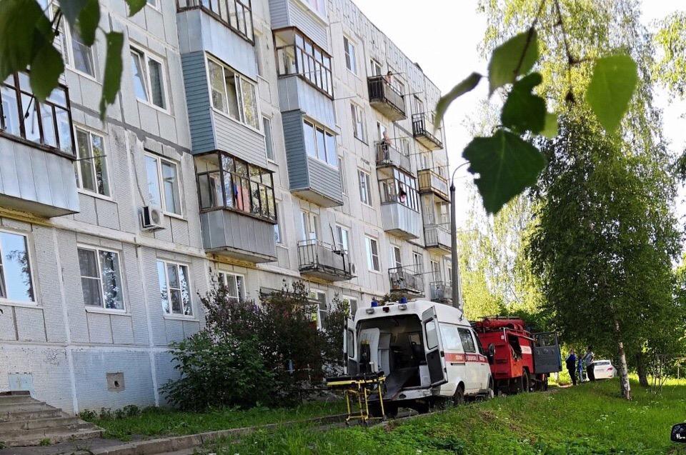 При пожаре в Рыбинске один мужчина погиб, один ранен