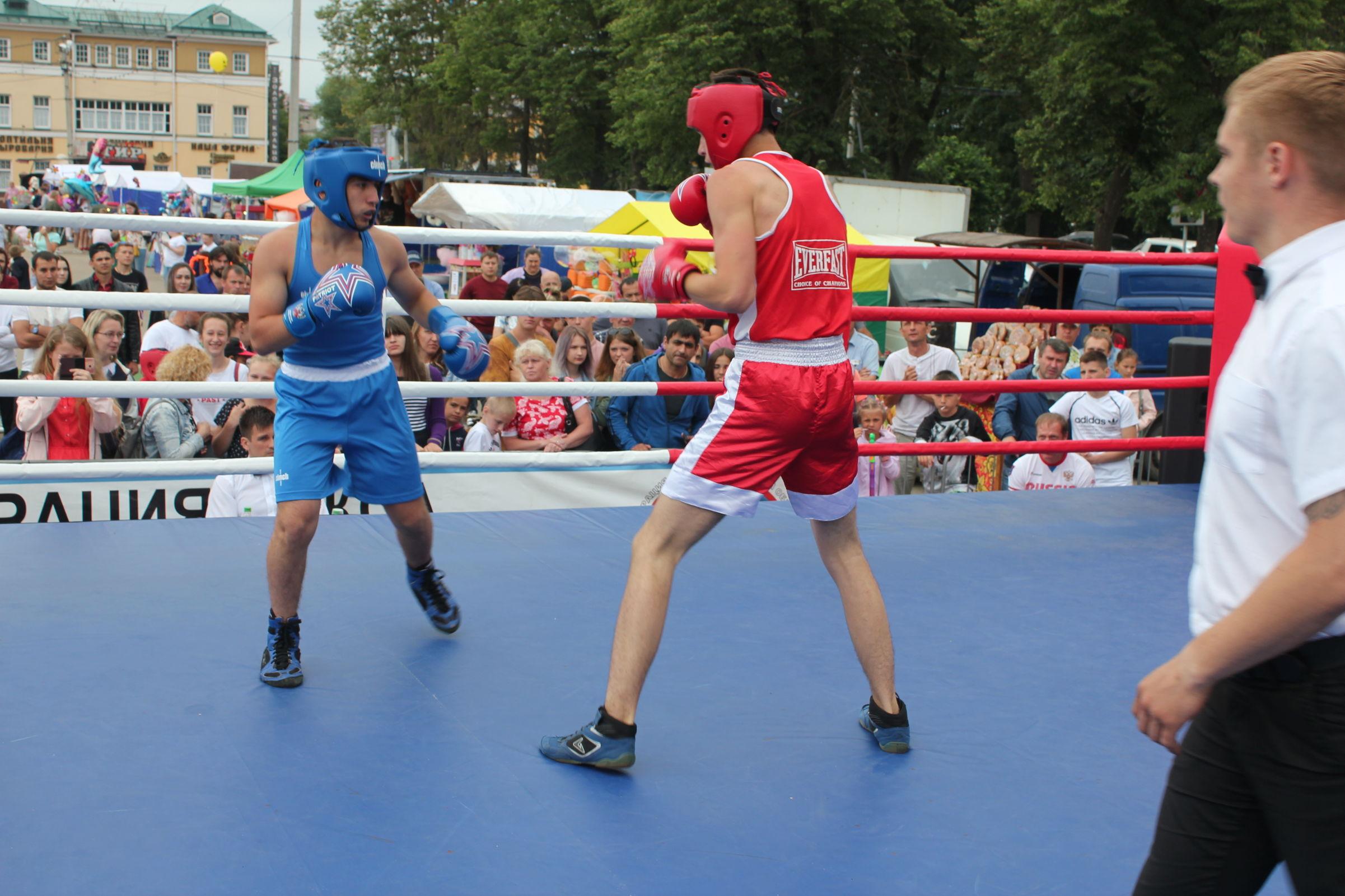 В День России ярославцы встретились с москвичами на ринге