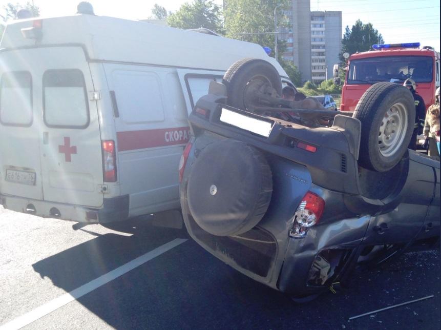 Опубликовано видео ДТП с участием внедорожника на окружной дороге Ярославля