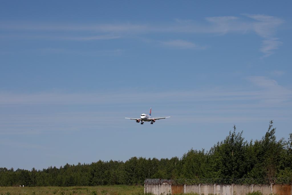 В ярославском аэропорту встретили пассажиров первого рейса из Краснодара