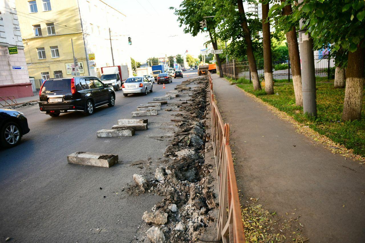 На всех тротуарах на улице Республиканской в Ярославле положат плитку