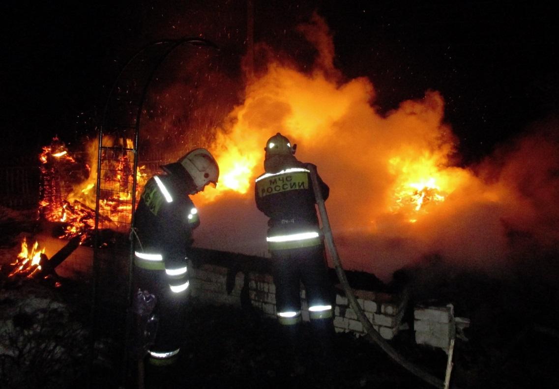 Мужчина и его сожительница сгорели заживо в Ярославской области