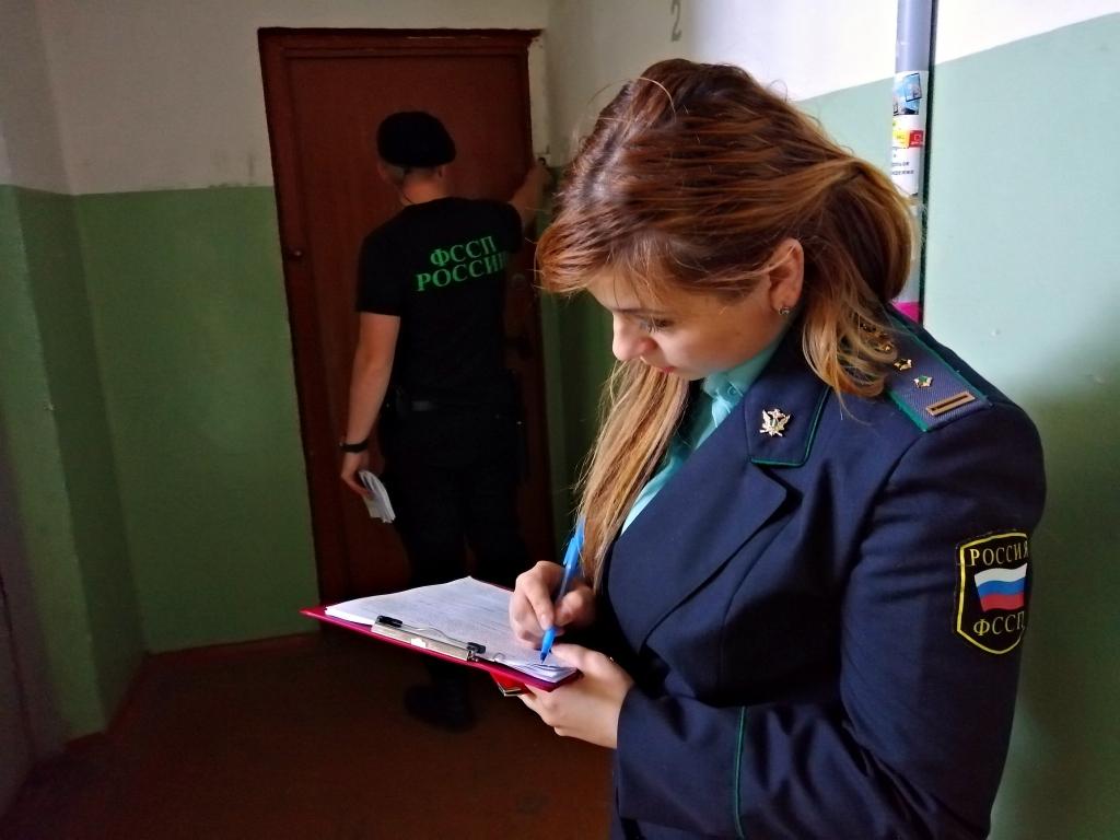 Долги за коммуналку в сотни тысяч: приставы арестовали жилье двух ярославен