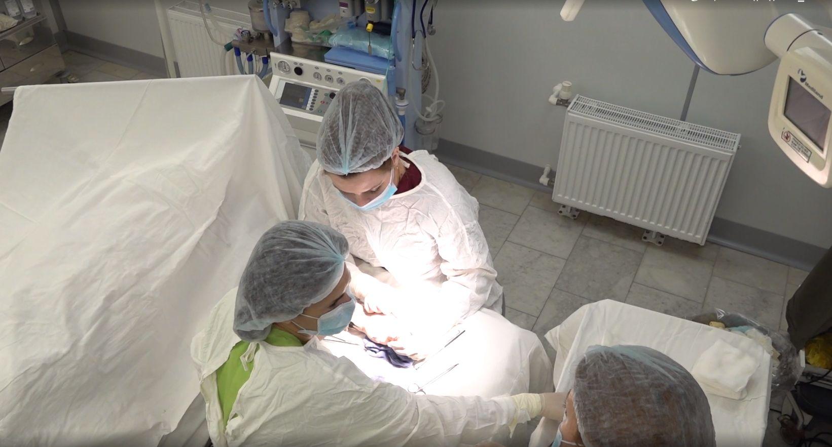 В Ярославле онкологи и микрохирурги впервые провели уникальную операцию