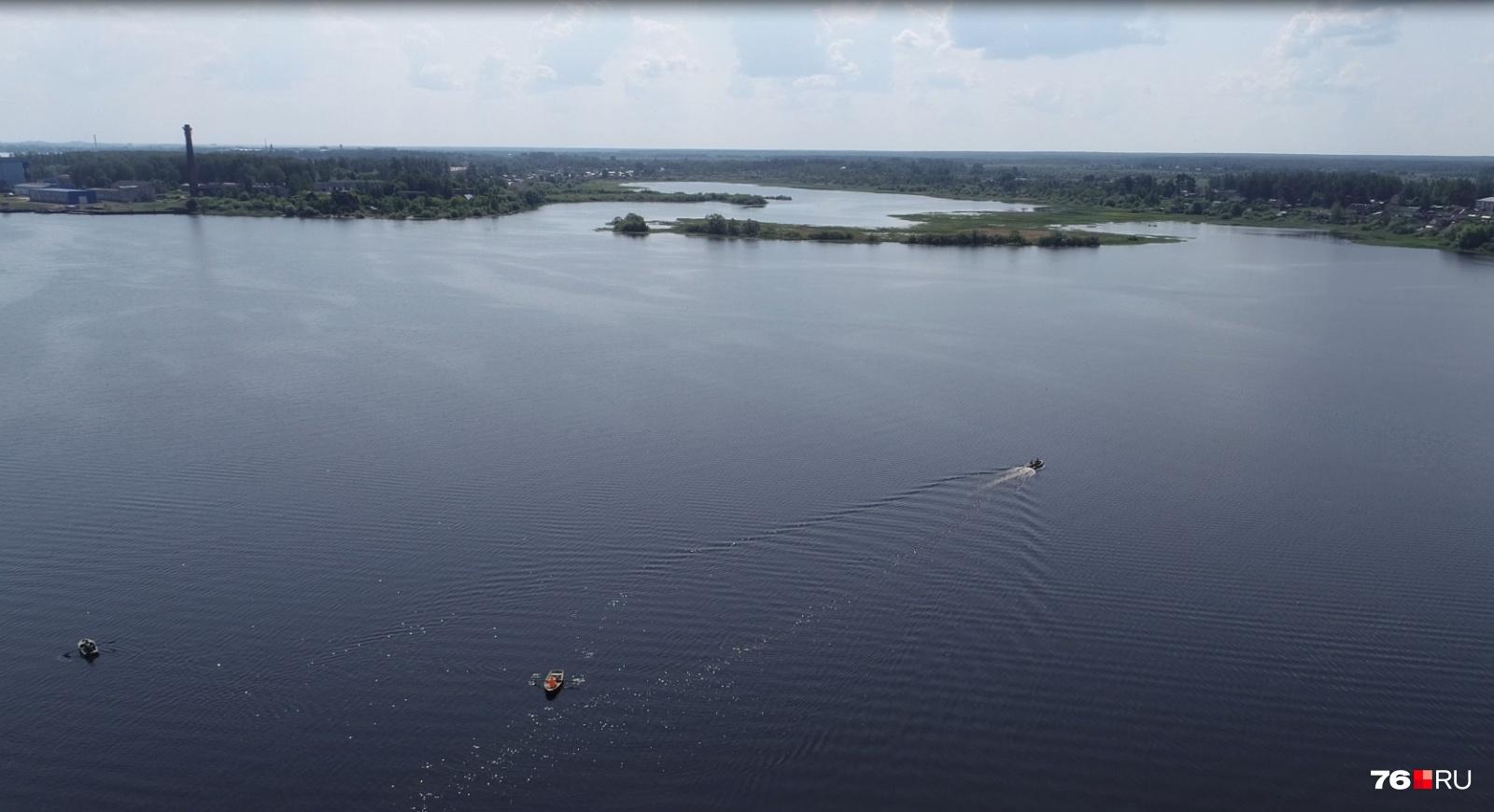 «Без неё нам конец»: как женщина-почтальон на лодке возит еду и письма людям на остров