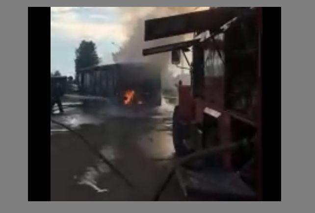 В Ярославле полыхал автобус: видео