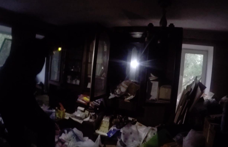 Пожилая ярославна едва не погибла под завалами мусора в собственной квартире