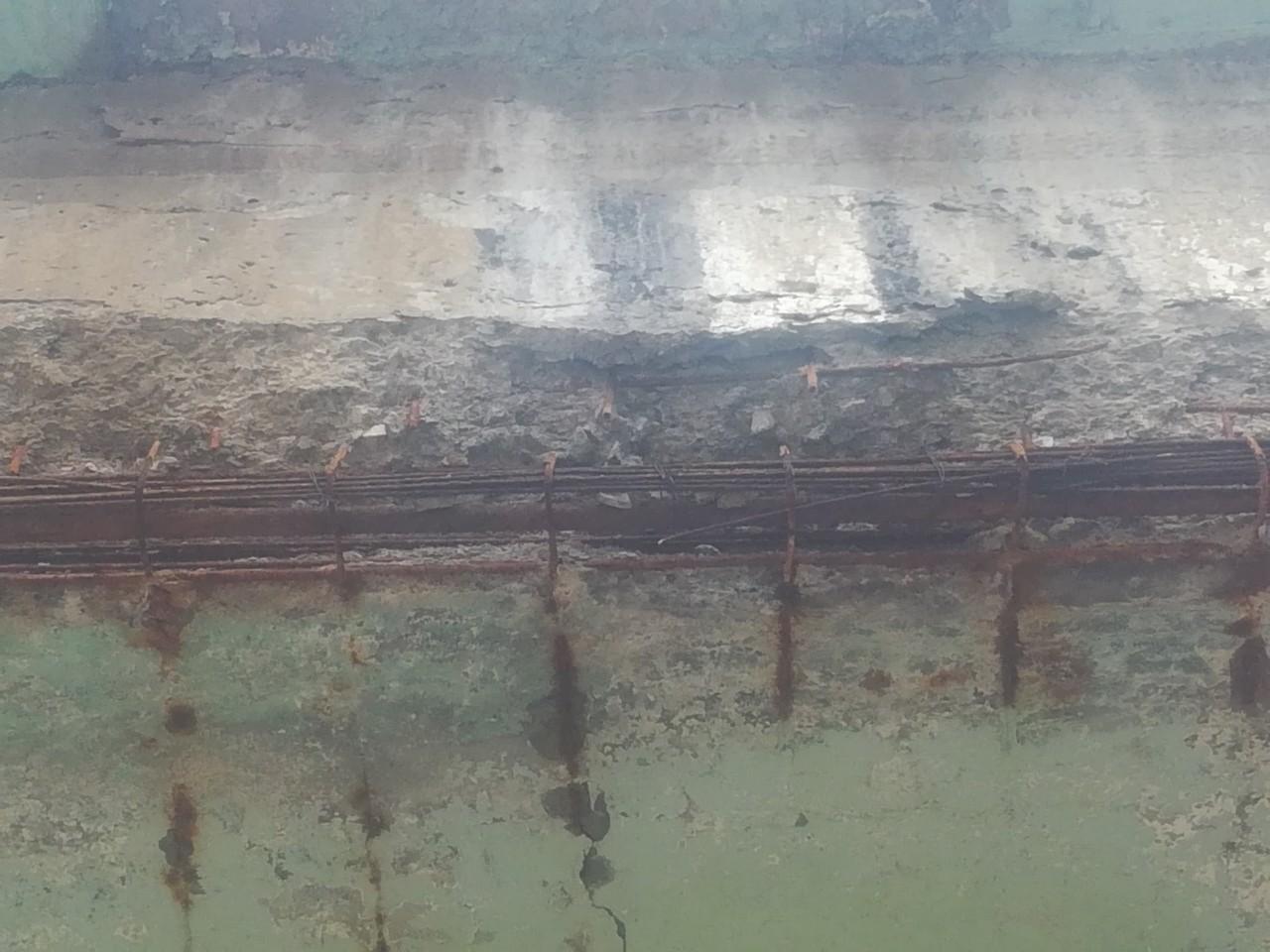На трассе М8 под Ярославлем под мостом в ДТП попали полтора десятка автомобилей