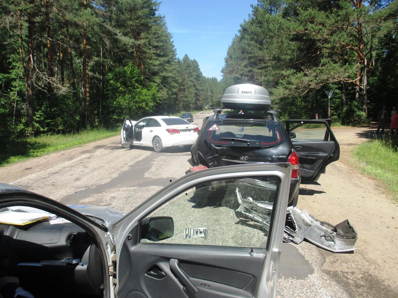 Двое детей и женщина пострадали в «пьяном» ДТП в Ярославской области