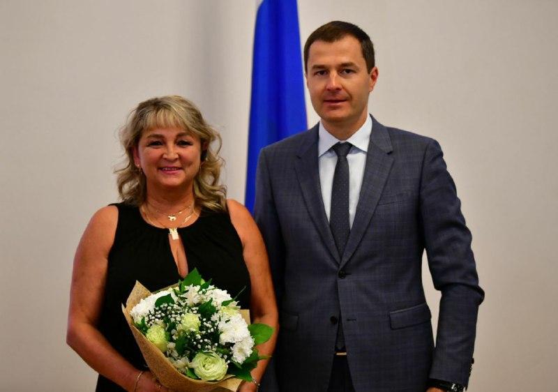 В Ярославле водитель автобуса спасла пассажира и получила награду от мэра