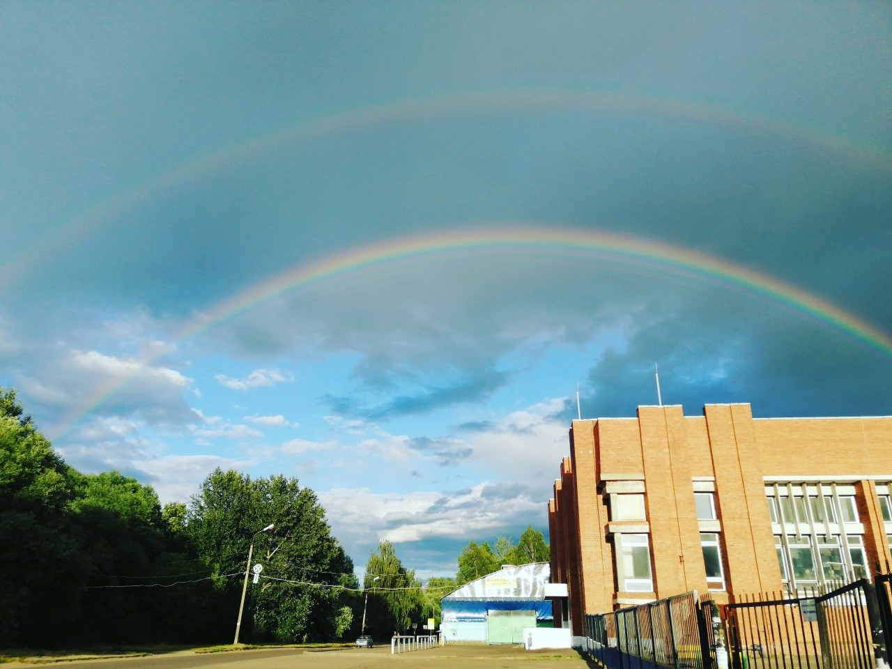 Ярославцев восхитила огромная радуга через весь город: фотоподборка