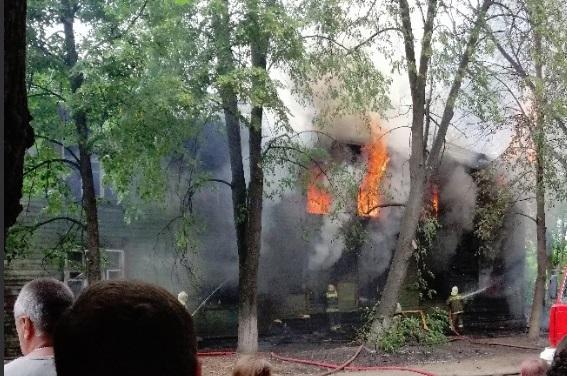 Крупный пожар произошел рядом с детским садом в Ярославле