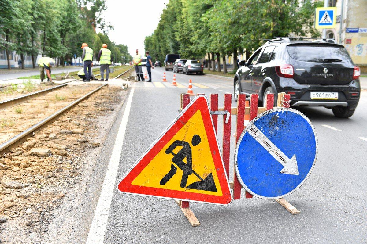 В Ярославле начали ремонт пешеходного перехода через трамвайные пути на Чкалова