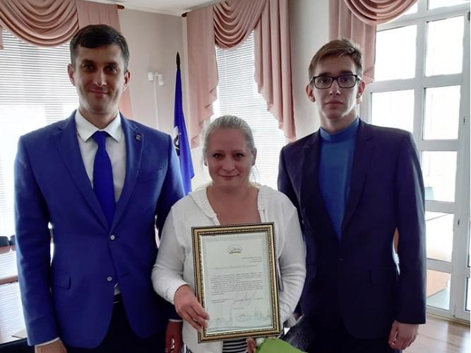 В Ярославле наградили кондуктора маршрутки, спасшую ребенка