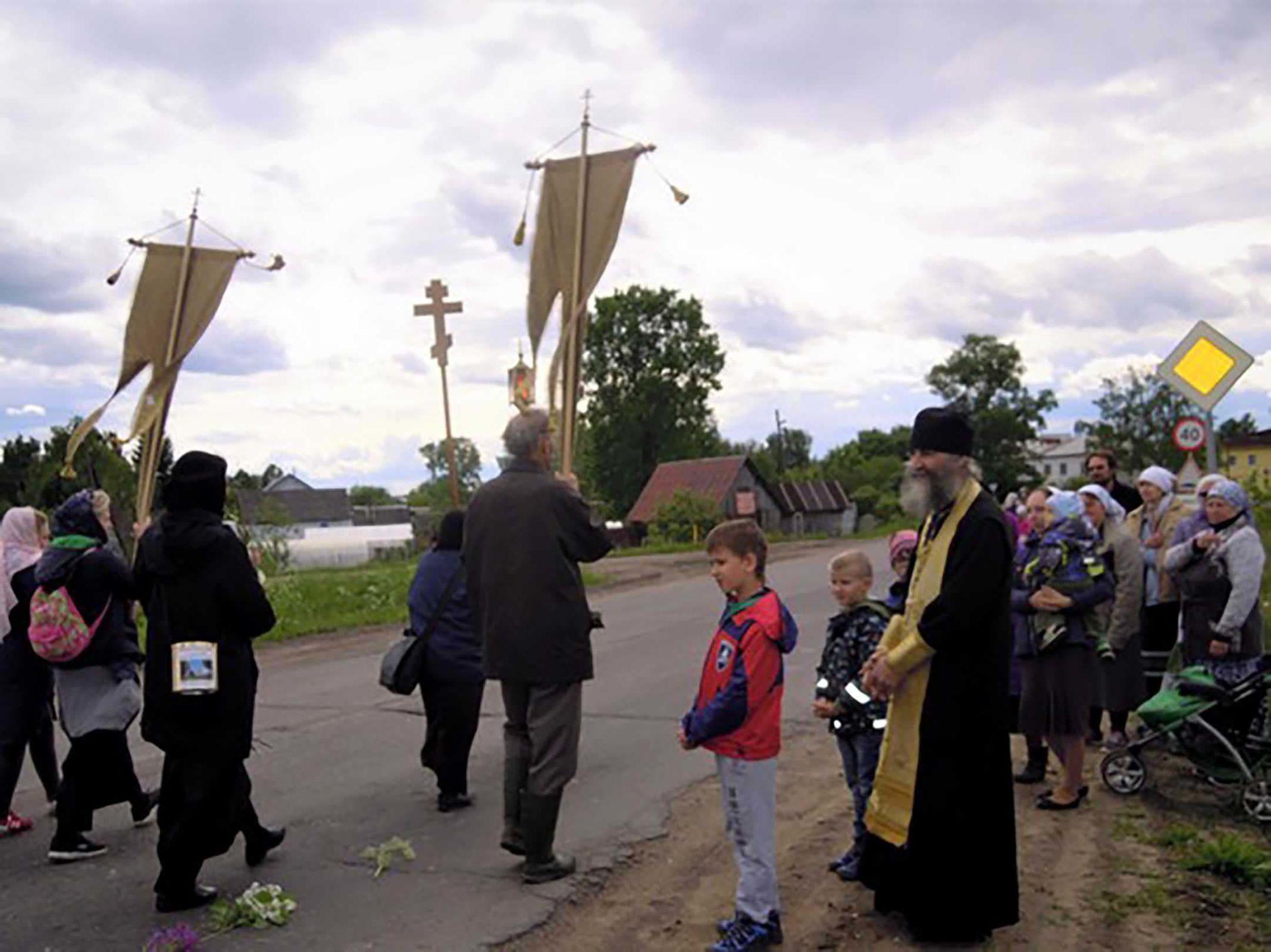 Две сотни паломников отправились из Ярославля в крестный ход с Казанской иконой