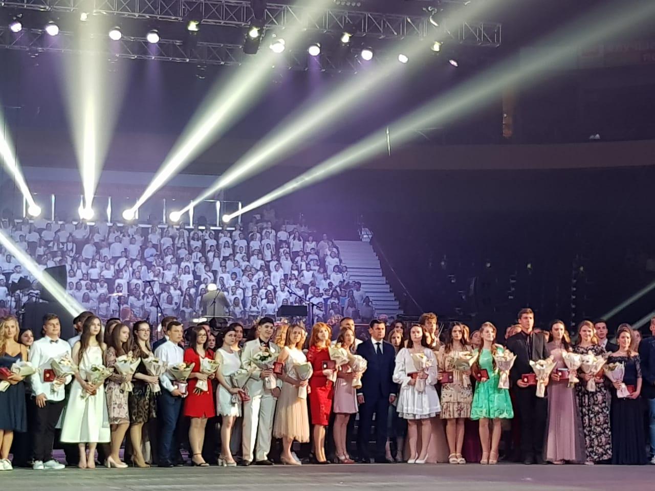 Дмитрий Миронов в «Арене» наградил лучших выпускников Ярославской области: видео