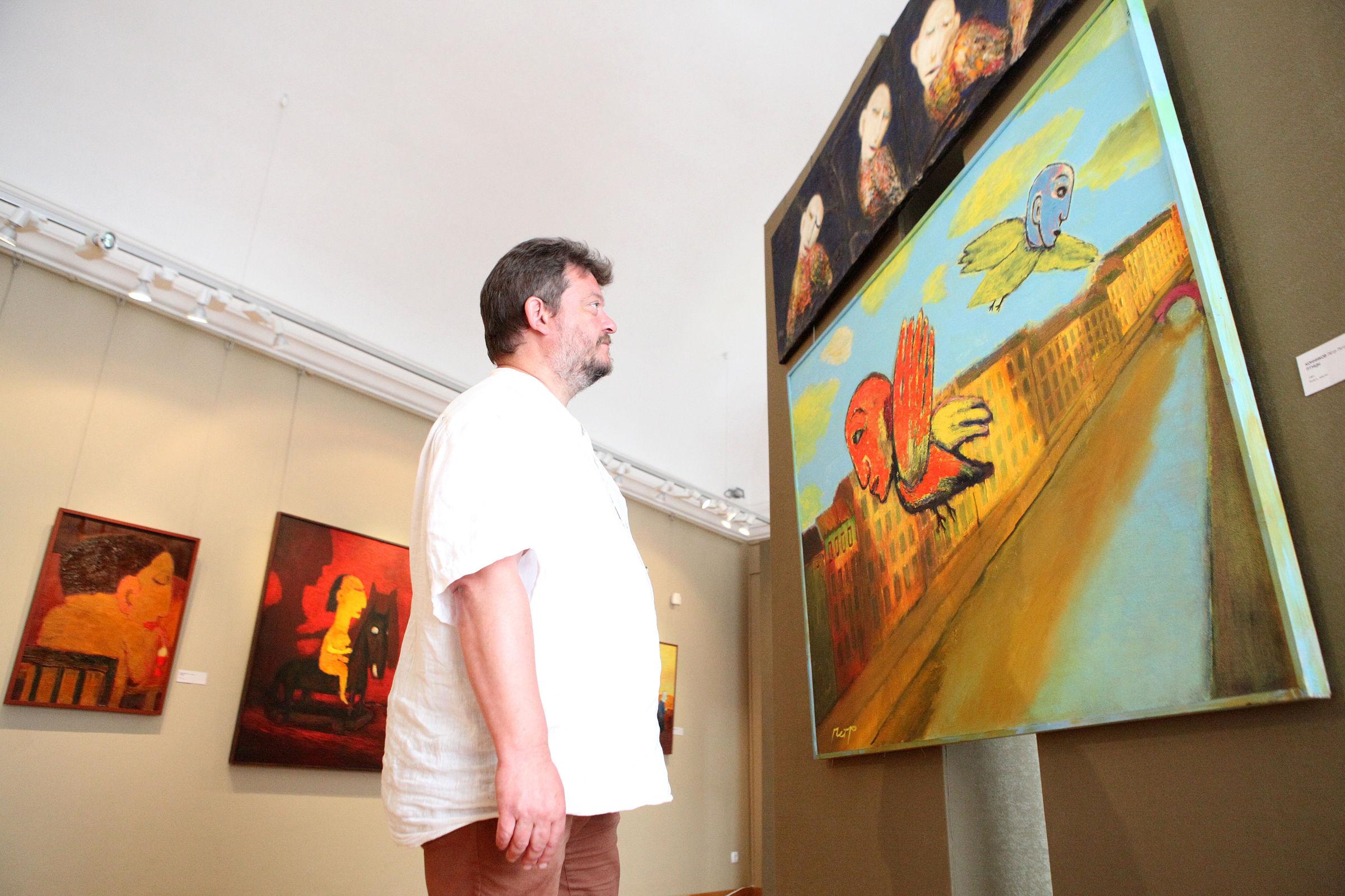 Землякам в дар. Ярославскому музею передали полотна прославившегося в Питере художника