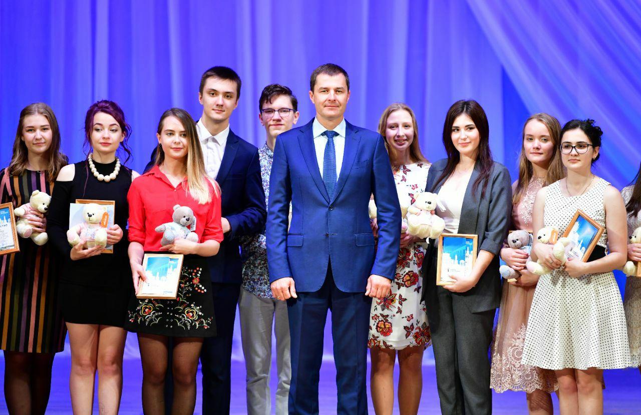 Ярославские отличники и стобалльники получили денежные премии
