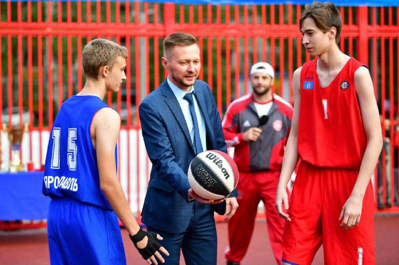 В Ярославле открылась новая универсальная спортплощадка