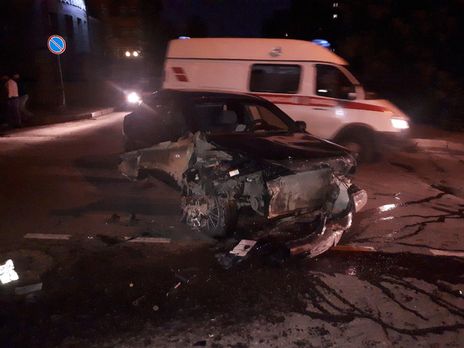 В Рыбинске в результате ДТП на перекрестке разворотило иномарки: водитель сбежал