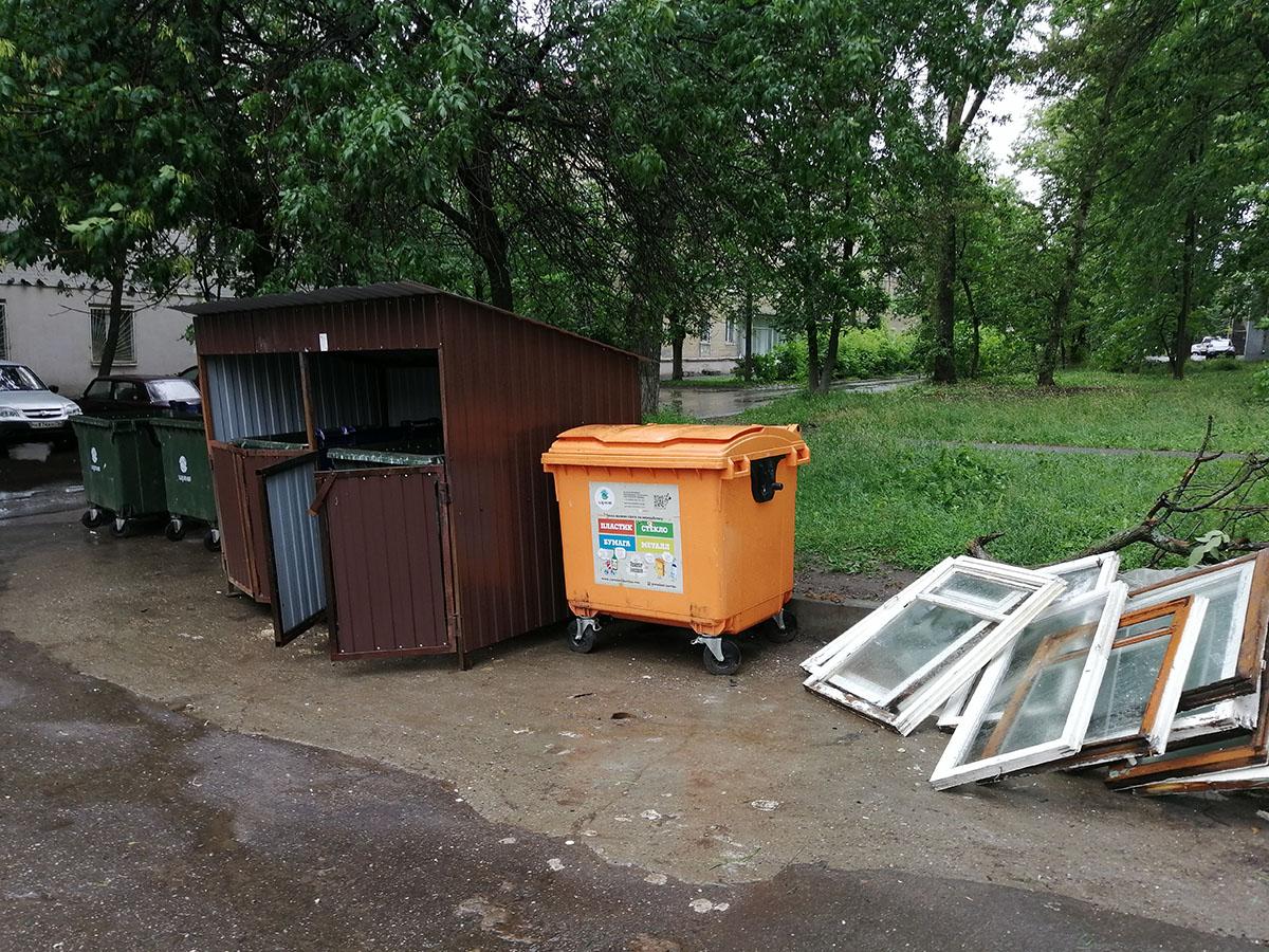 Содержание контейнерных площадок проверили сразу в нескольких районах Ярославля