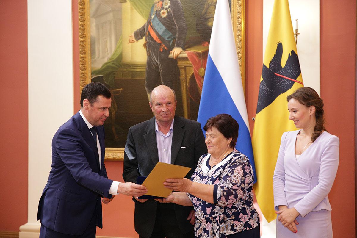 Дмитрий Миронов поздравил супружеские семьи региона: как наградил
