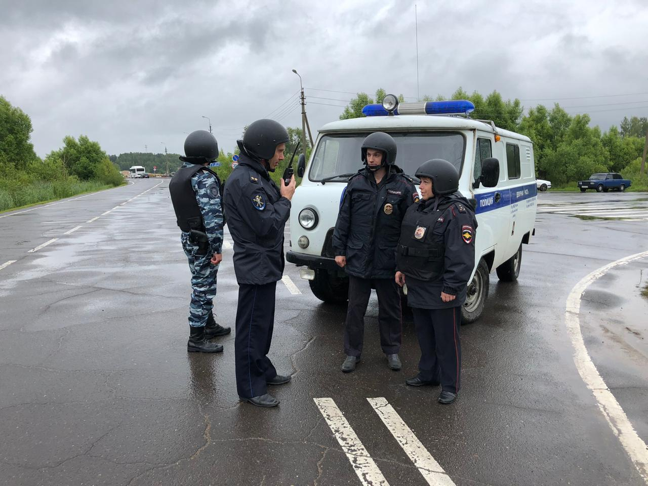 На переправе в Ярославской области захватили автобус с туристами: в регионе прошли учения