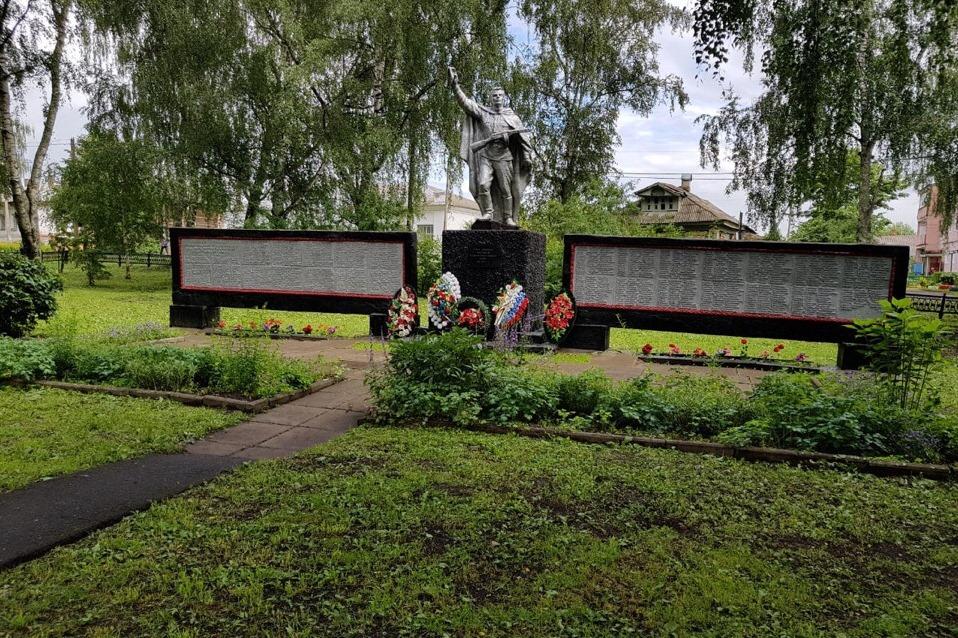 Дмитрий Миронов поддержал инициативу местных жителей по реконструкции памятника советским воинам, погибшим в годы ВОВ