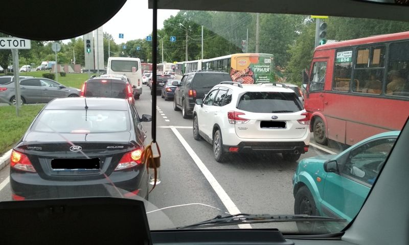 Власти рассказали, сколько еще ярославцам терпеть пробки на Октябрьском мосту