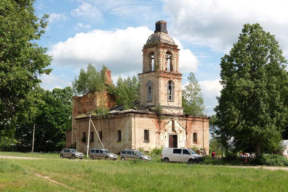 Жители Ярославской области просят спасти храм XVIII века