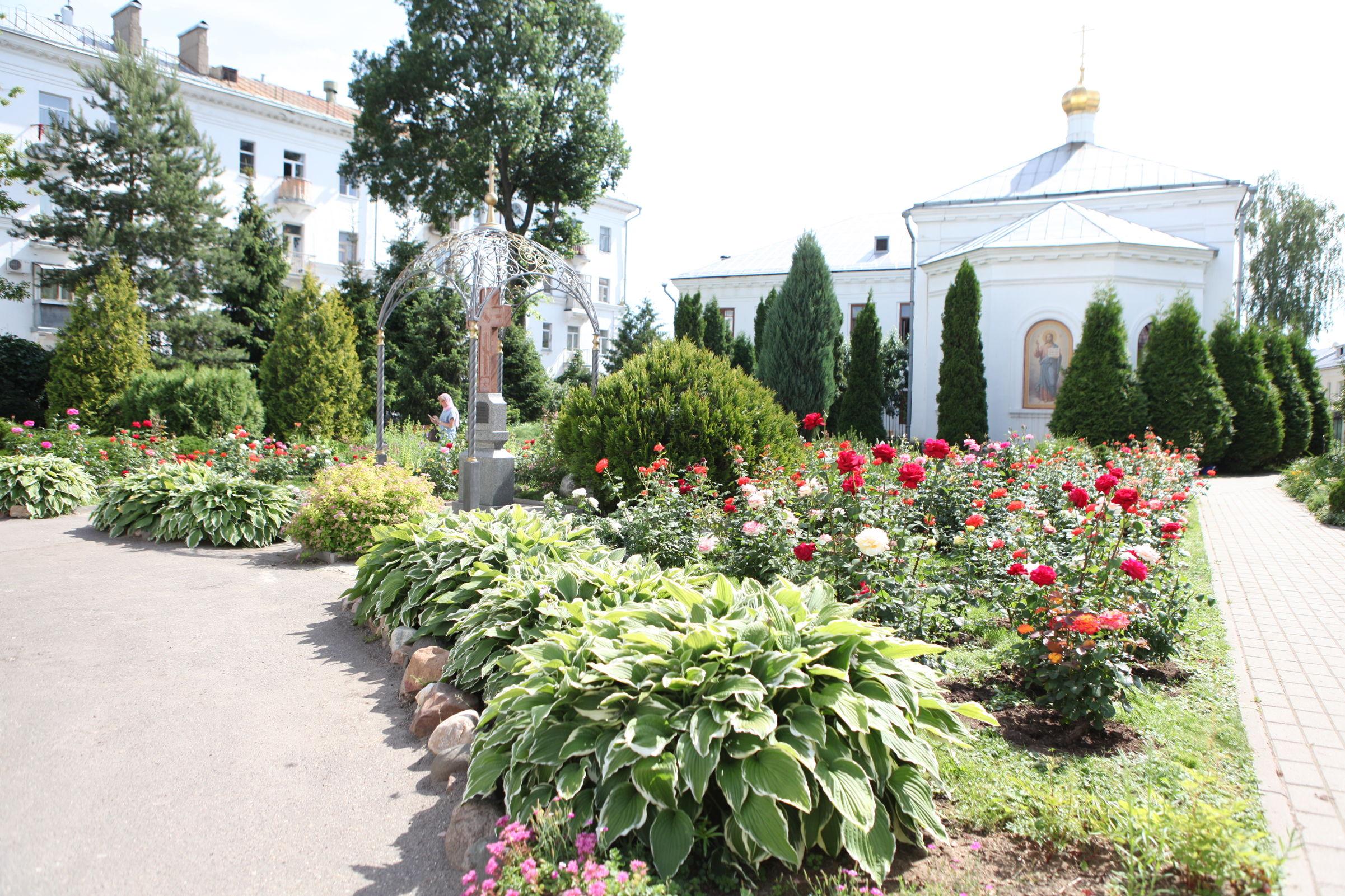Там розы цветут... Как благоустроили Казанский монастырь в центре Ярославля