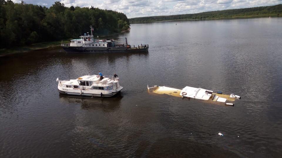 На Волге после столкновения с теплоходом затонула яхта: новые подробности