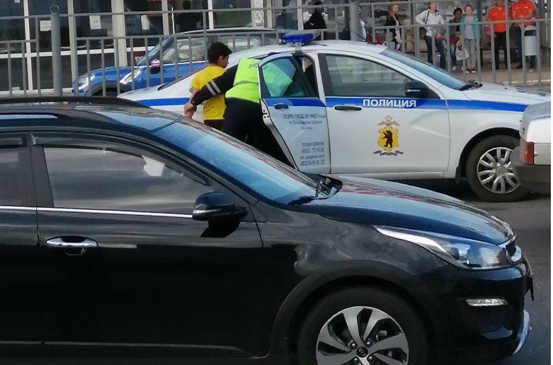 В Ярославле подростки угнали иномарку и попали на ней в ДТП